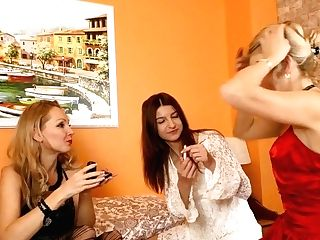 Two Cougars Have Joy With A Hairy Girly-girl Mom - Maturenl