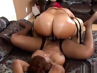 Two Dark-hued Lesbos Love Drilling Their Twats