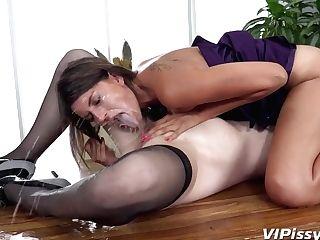 Amanda Hill & Lil' Tina Pissing