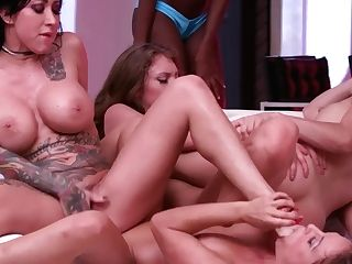 Pornhub Games Featurette: S01e03 - All Damsels Orgy Two