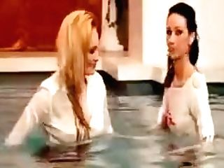 Clothed Lesbos Getting Humid In The Pool